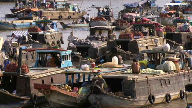 vietnam-floating-market-01-620.jpg