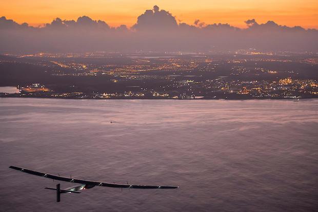 2015-07-03-solar-impulse-2-rtw-7th-flight-nagoya-to-hawaii-landing-revillard-05798.jpg