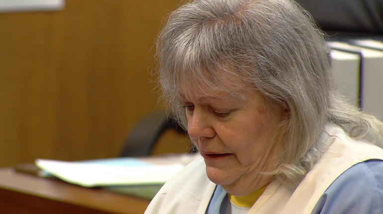 Linda Duffey Gwozdz addresses the court at her sentencing