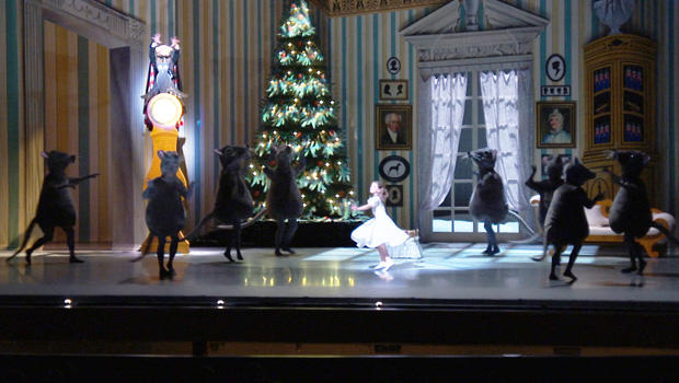 the-nutcracker-mice-dancing-620.jpg