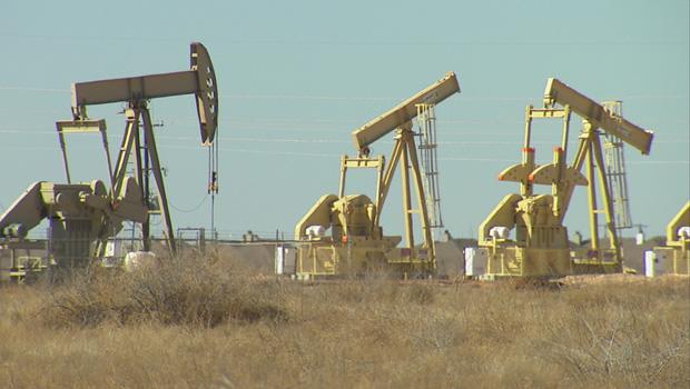 idle-oil-well-pump-jacks-620.jpg