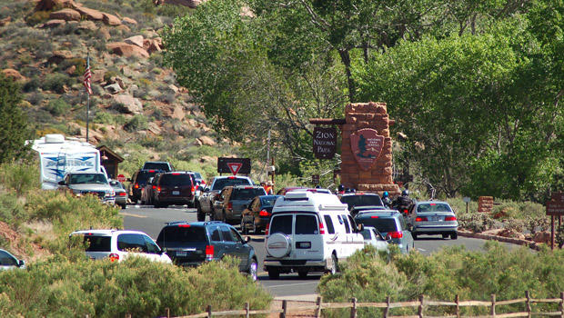 zion-national-park-south-entrance-traffic-620.jpg