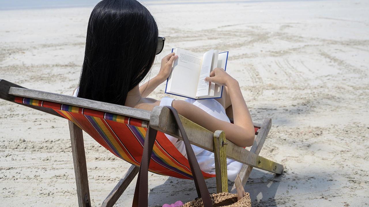 a-essentials-beach-reads-main.jpg