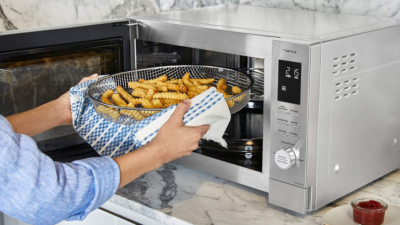 Panasonic Home Chef 4-in-1 microwave and air fryer