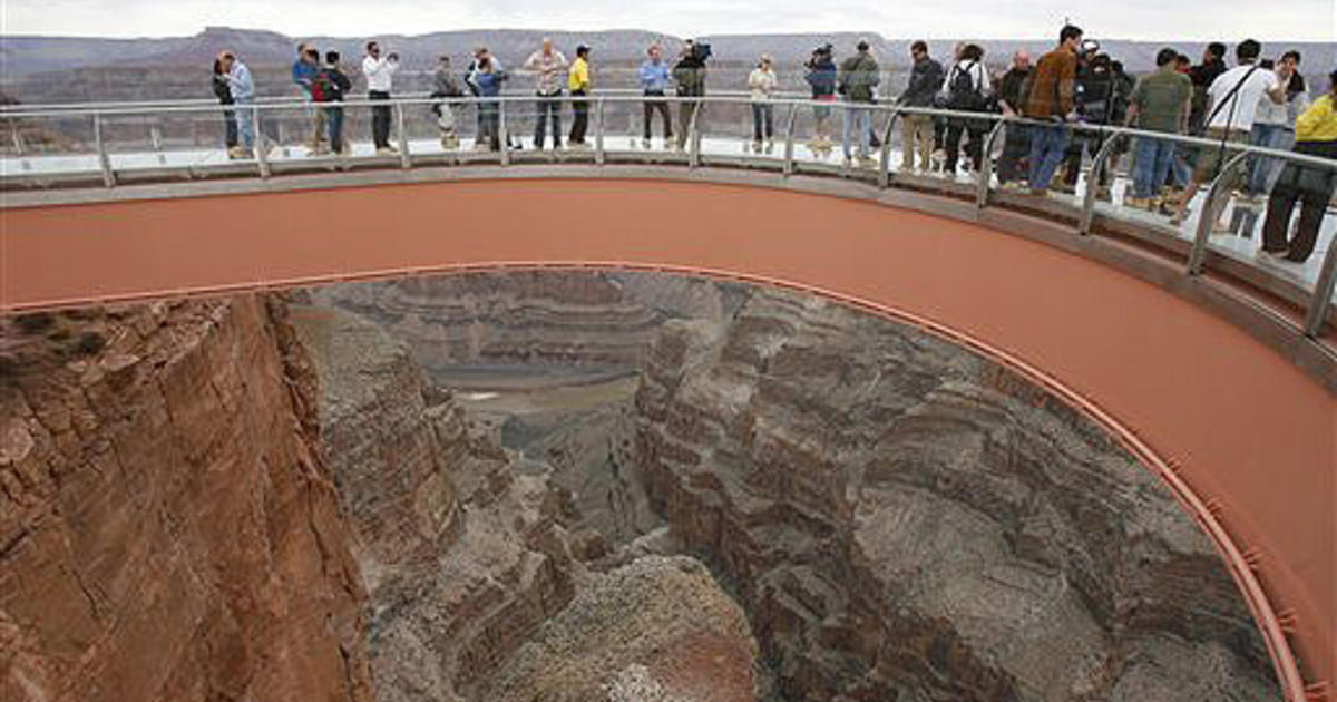 Grand Canyon Skywalk A Man Jumped To His Death Off The