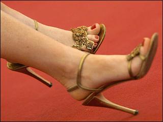 andrea bogart feet