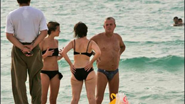 Arabic topless in beach — img 14