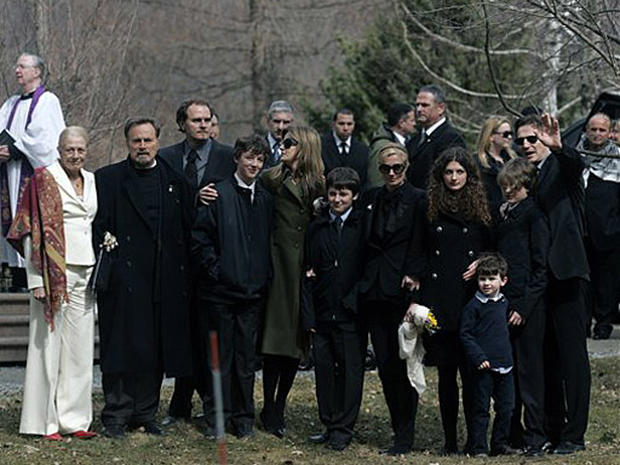 Actress Laid To Rest - Photo 5 - Pictures - CBS News