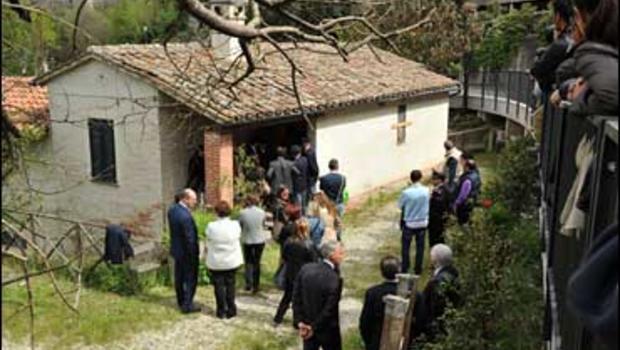 Knox Trial Italian Court Eyes Crime Scene
