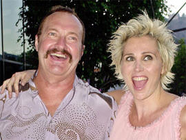 """File - Randy Quaid, left, and his wife Evi Quaid arrive for a special screening of """"The Others"""" in this Aug. 7, 2001 file photo taken in the Hollywood section of Los Angeles. Quaid and his wife have been released from a West Texas jail after their arrest"""