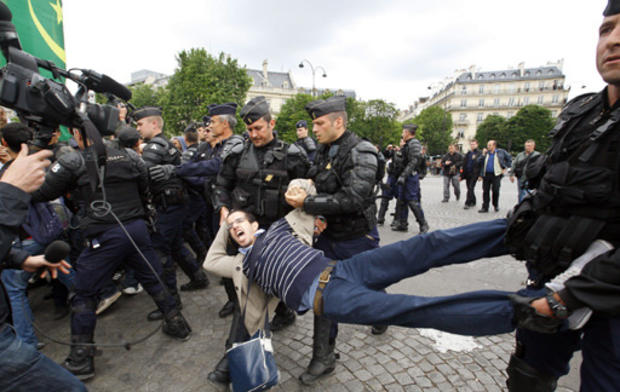 PE_france_protester_arms_legs.jpg