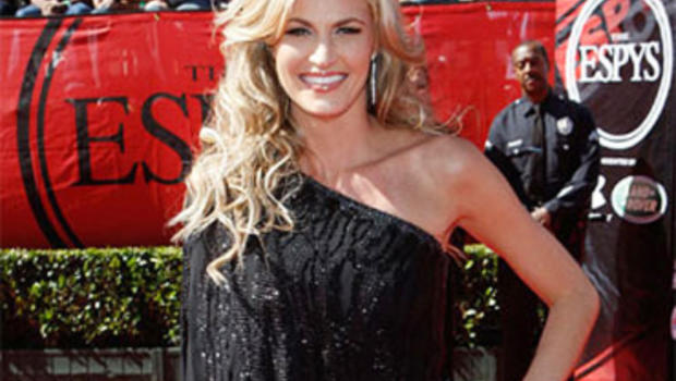 Erin Andrews Sues Hotels For Negligence For Stalkers Peephole Videos - Cbs News-2065