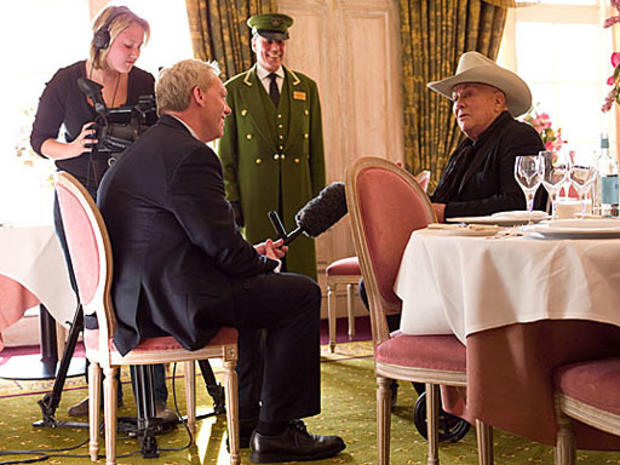 Neil Sean conducting his last interview with actor Tony Curtis in London. (Neil Sean)