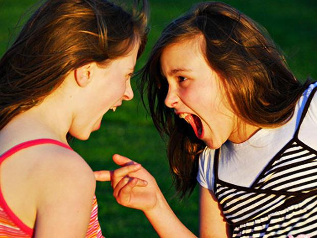sisters-screaming-4x3.jpg