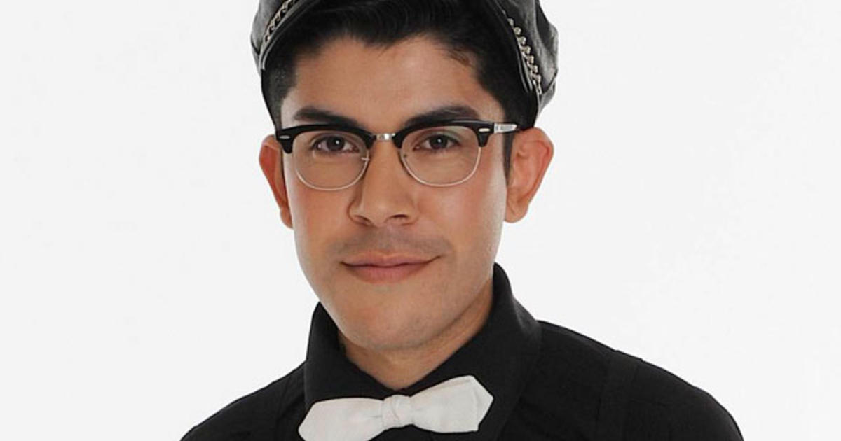 Project Runway Designer Mondo Guerra Does T Shirts For World Aids Day Cbs News