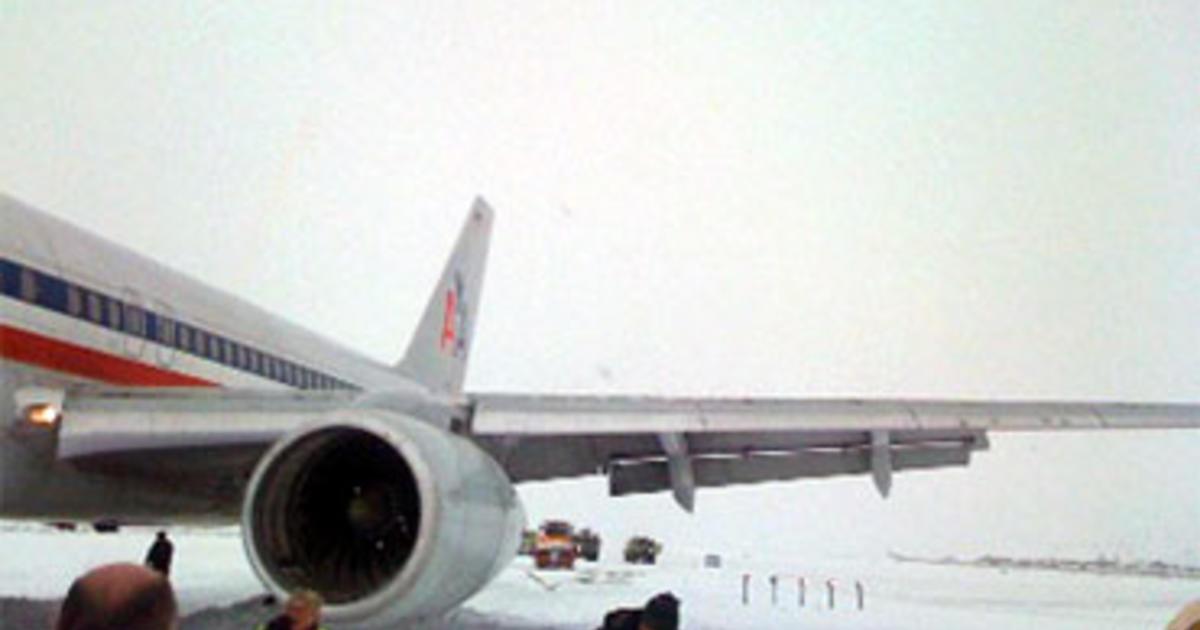 American Airlines Jet Skids Off Runway In Wyo Cbs News