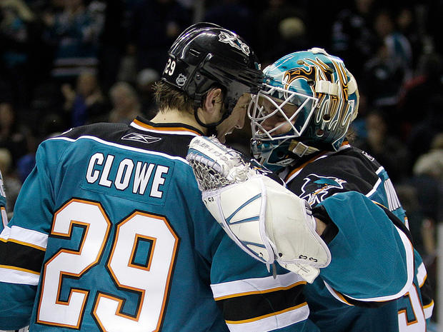 sports_nhl_sharks_ap11030203161.jpg