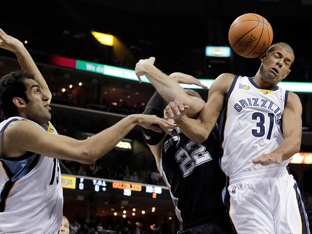 sports_grizzlies_spurs_ap11030106490.jpg