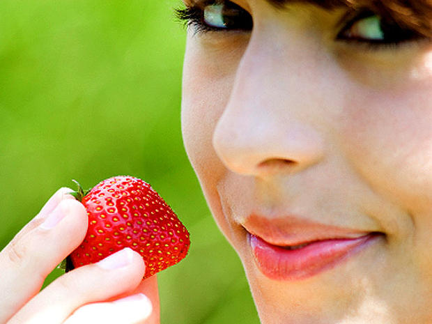 Berries - 10 foods most likely to make you sick - Pictures - CBS News