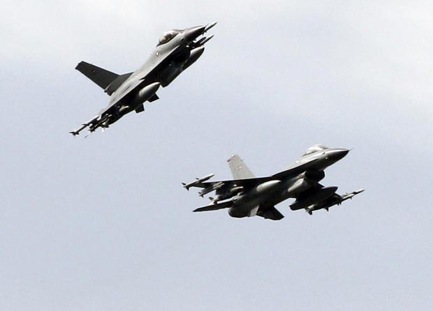 Danish_fighter_jets_AP110321024751.jpg
