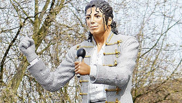 Michael Jackson statue controversy (PICTURE): English soccer team Fulham unveils Michael Jackson statue
