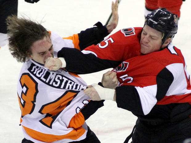 nhl_fights_AP110405173540.jpg