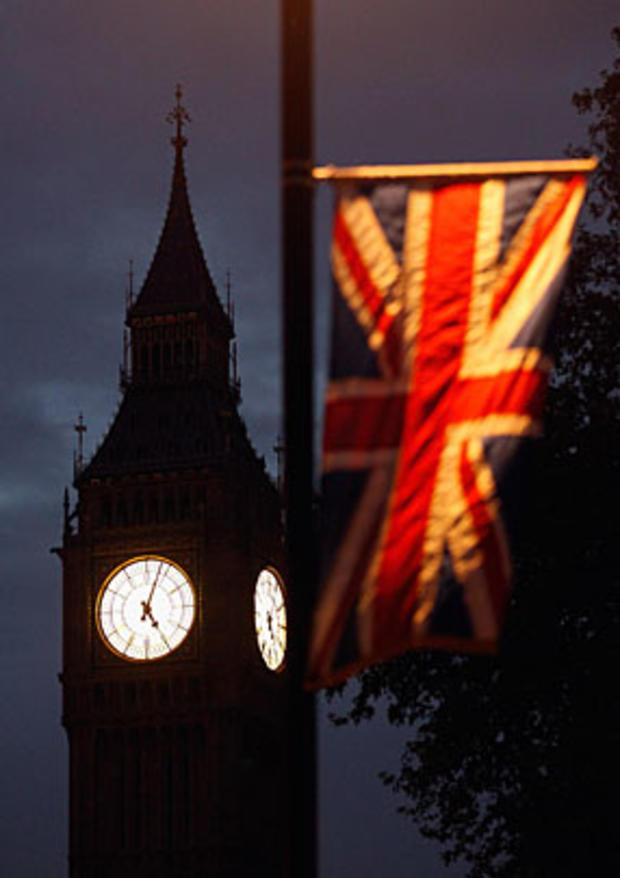 016-flag-in-dark.jpg