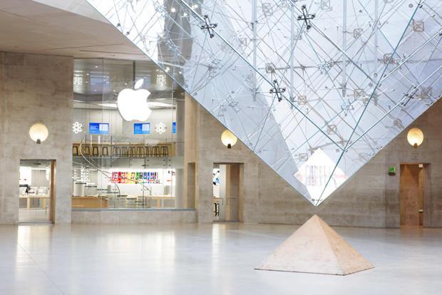 Paris-Lourve-Apple.jpg
