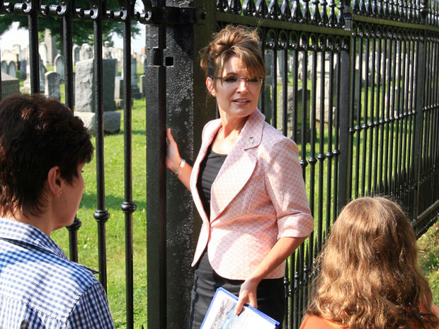 Sarah Palin visits a Civil War-era cemetery