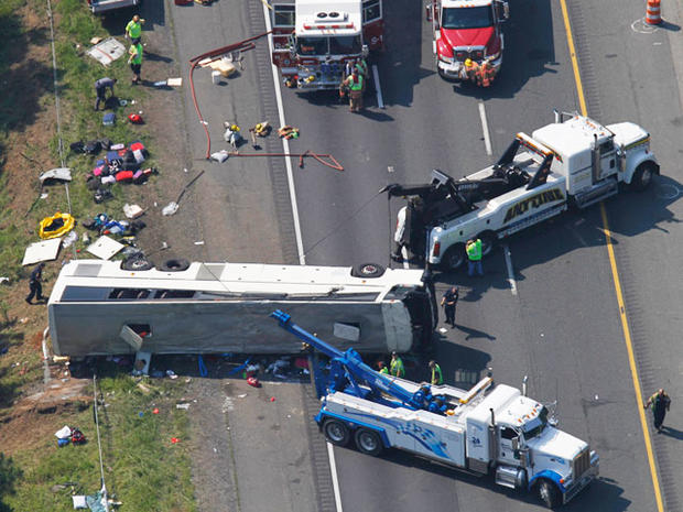 bus_crash_highway_010.jpg