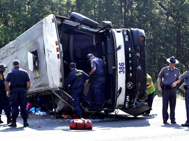 bus_crash_highway_003.jpg