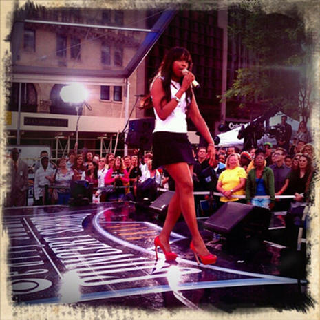 "Jennifer Hudson rocks out on ""The Early Show"""