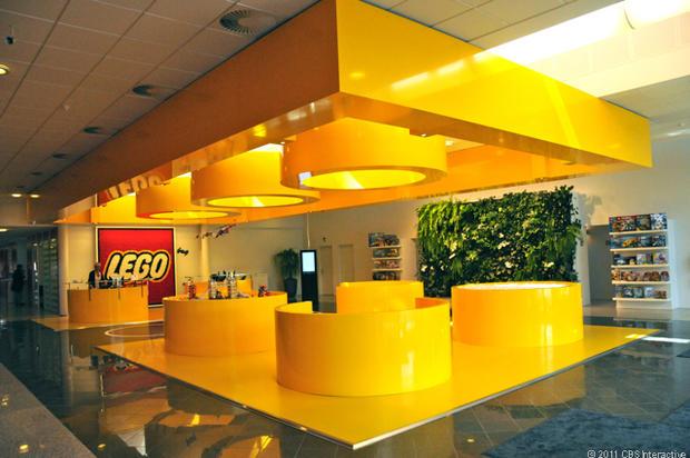 2-C-Lego_HQ_reception.jpg
