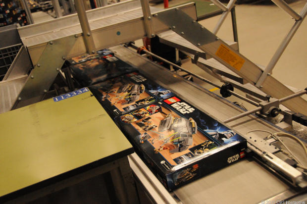 29-Pa-Full_Star_Wars_boxes_come_off_line.jpg