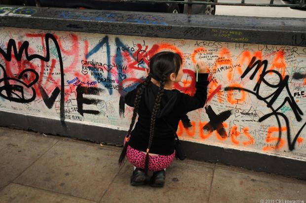 Kid_writing_on_wall.jpg