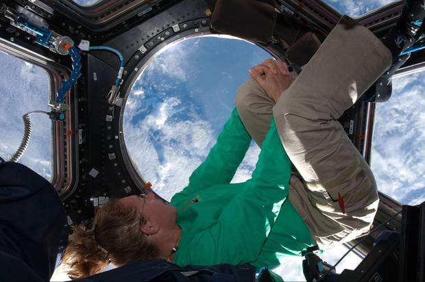 ISS_571262main_fd9cupola-m_1600-1200.jpg