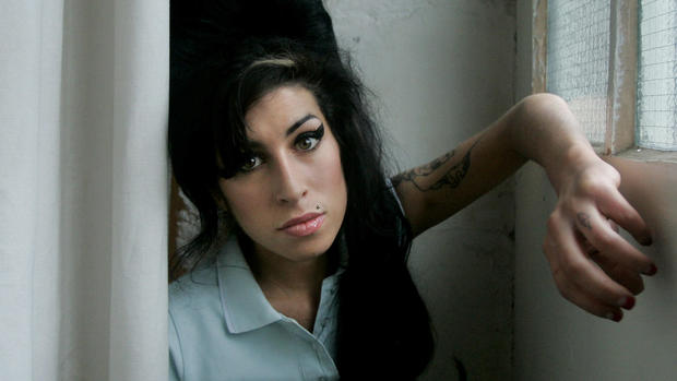 95c55738627e Amy Winehouse statue unveiled in London - CBS News