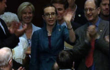 Gabrielle Giffords gets standing ovation during House vote