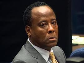 Jackson's bodyguard testitifies in Murray case