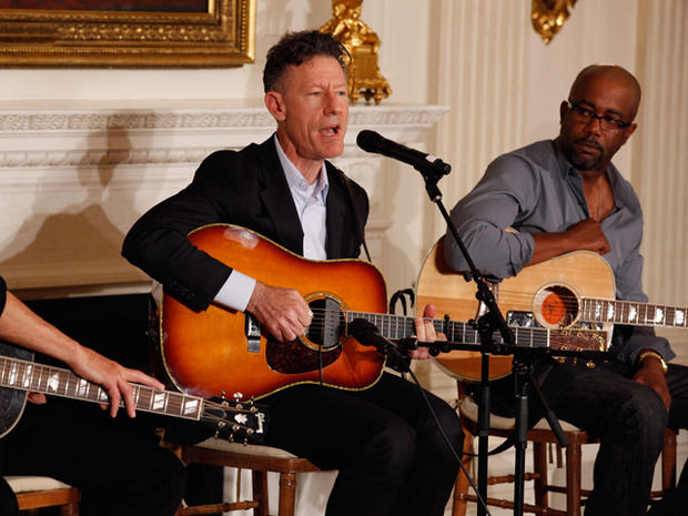 White House hosts country music performers