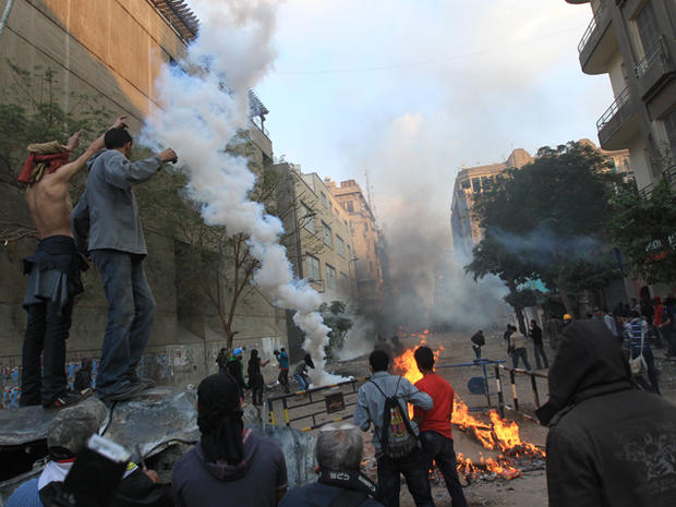 Egyptian protesters clash with security forces