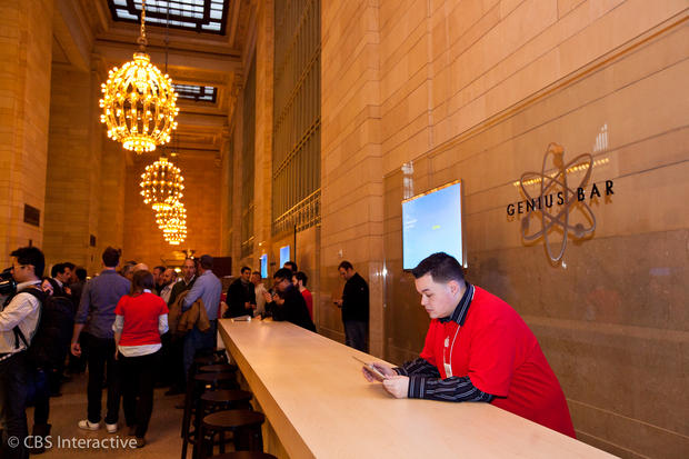 Apple opens store in NYC's Grand Central Station