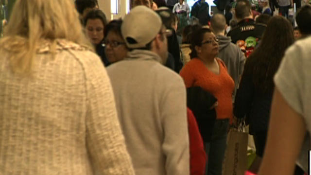 "Shoppers crows Short Hills Mall in northern New Jersey on ""Mega Monday"""