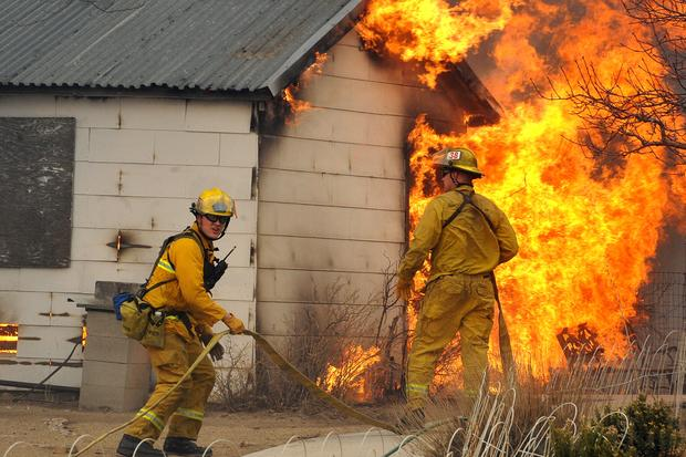 10,000 evacuate Reno wildfire