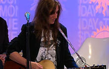 "Patti Smith performs ""Grateful"""