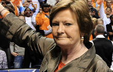 Pat Summitt steps down