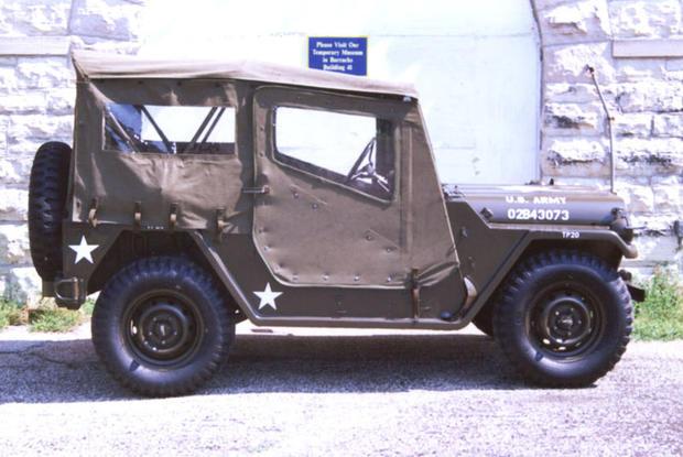 800px-JeepRightTopDownM151.jpg