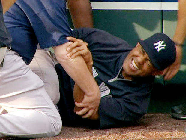 mariano_rivera_injured_120504.jpg