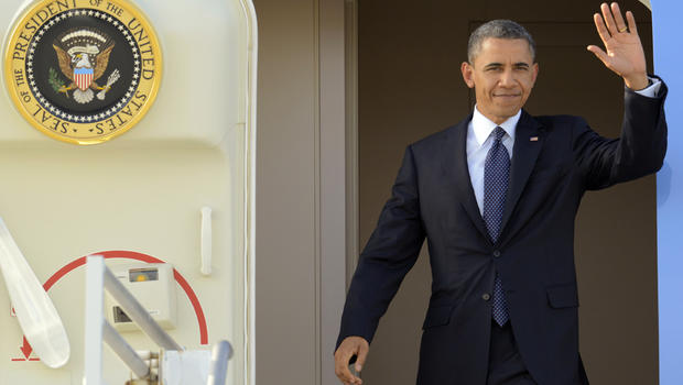President Barack Obama waves as he arrives at Los Angeles International Airport Thursday ahead of fundraiser at home of George Clooney