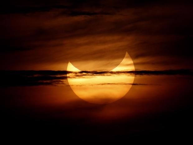 eclipse_AP12052102692.jpg